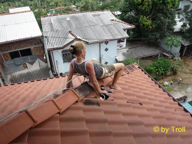 dachrinne befestigen dachrinne befestigen und gegen wettersch den sichern dachrinne befestigen. Black Bedroom Furniture Sets. Home Design Ideas